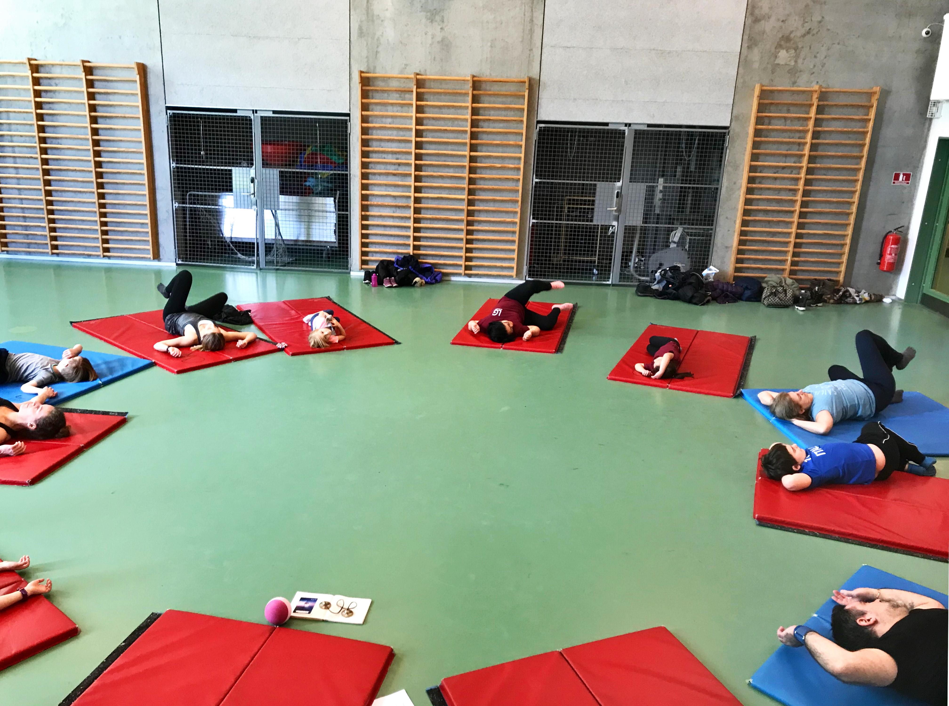 Aflyst: Familie-yoga (5-9 år)